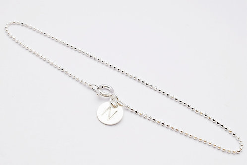 """""""Zara"""" armbånd af facetteret kuglekæde med bogstav vedhæng, sølv"""