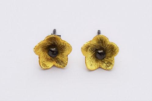 """""""Lotus"""" øreringe med børstede blomster, forgyldt sølv"""
