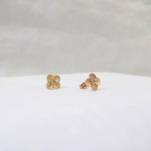 Jewelry_Flower Earrings with diamond_Aki