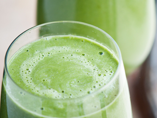 Collard Greens Smoothie With Mango and Lime