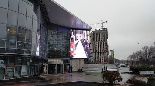 LED экран на фасаде ТРЦ Дафи г. Днепр