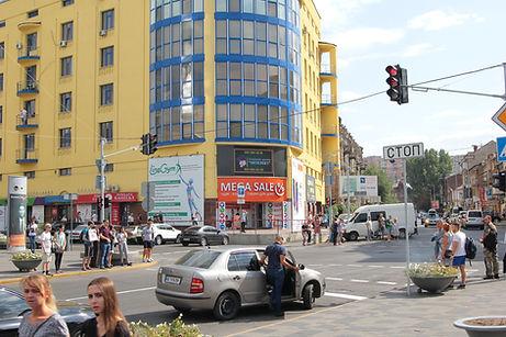 Видеоэкран напротив ТРЦ Мост Сити