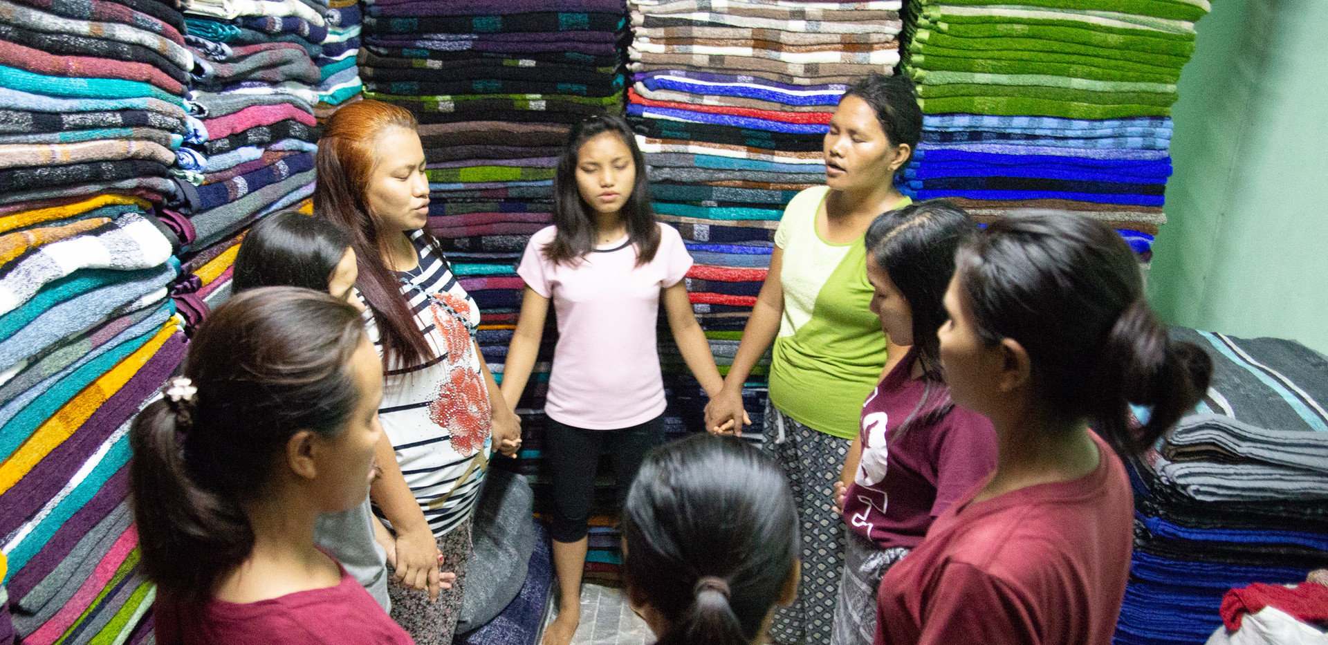 Myanmar Loom House Women Picture