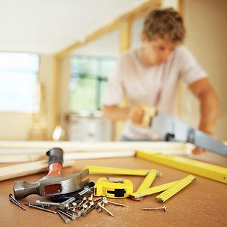 CMO Manutenção, Reformas completas, Troca de encanamento, Pintura interna ou externa, Manutenção Elétrica, Acabamentos em gesso Colocação de revestimentos