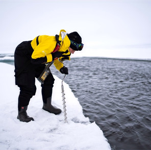 Drilling the ice to prepare the polar water activities