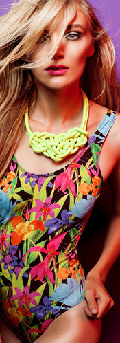 Color on necklace