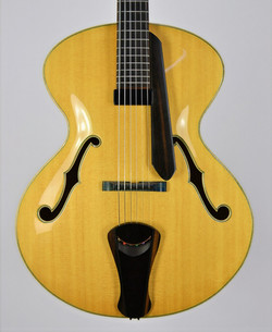 Khan - Thierry Andre Instruments - acoustic electriic archtop guitar - sitka spruce euro maple - laq