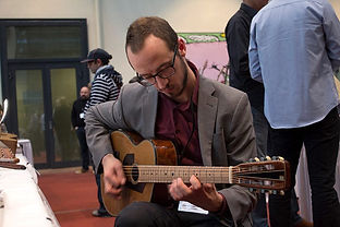 Red-dot Parlor with Nicola Hein in Berlin at the Holy Grail guitar show 2015-Thierry Andre Instruments