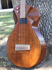 Maya 2 acoustic bass guitar, Thierry Andre Instruments