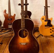 guitares acoustiques - guitares electriques - Label Baboo Music - Studio b - 47220 Astaffort