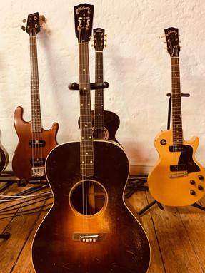 Guitares acoustiques d'exception Gibson.JPG