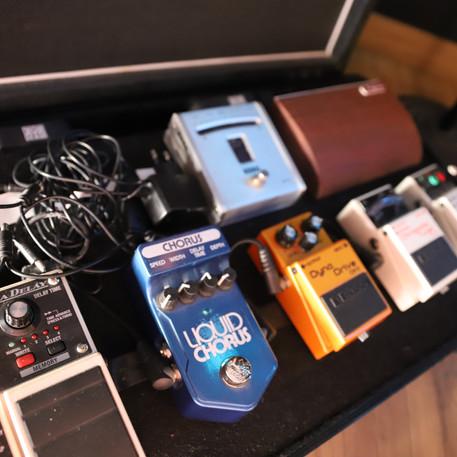 Pédalier guitares - enregistrements musiciens - Label Baboo Music - Studio b - 47220 Astaffort