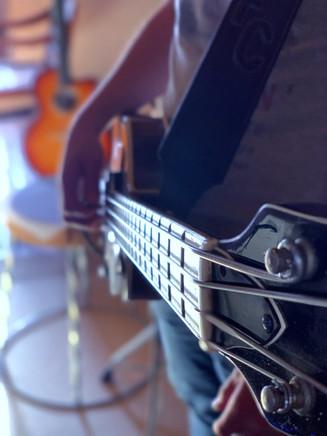 Bassiste chez Baboo Music session d'enregistrement musique au Studio b à Astaffort