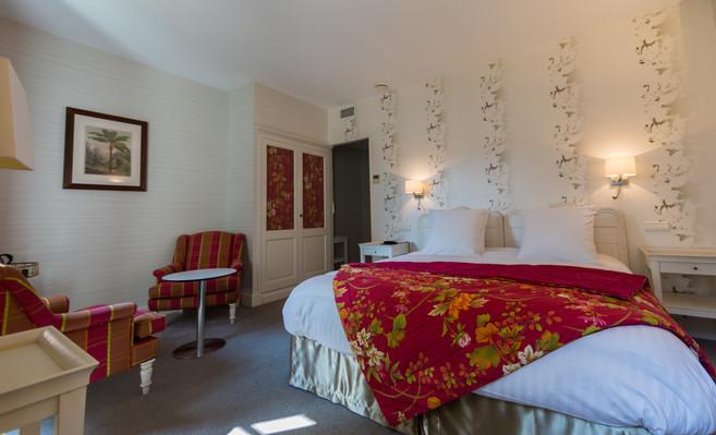 Chambre_superieure_4_Hotel_Le_Square_Ast