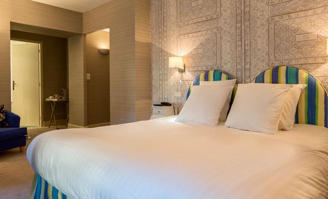Chambre_superieure_8_Hotel_Le_Square_Ast