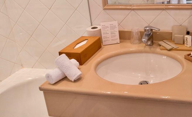 Chambre_classique_12_Hotel_Le_Square_Ast