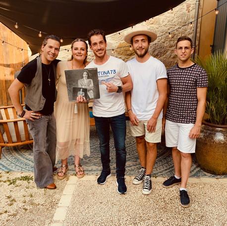 Wery, Uhaïna, David Lantin, Allan Védé, Gémini offrent le vynil dédicacé de Francis Cabrel - Label Baboo Music - Studio b - 47220 Astaffort