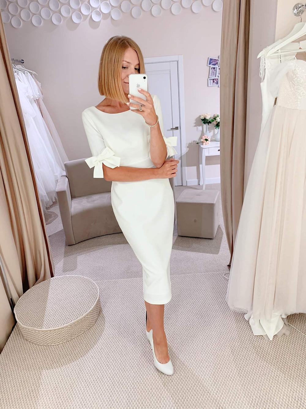 Короткое свадебное платье Laura в длине миди в стиле минимализм