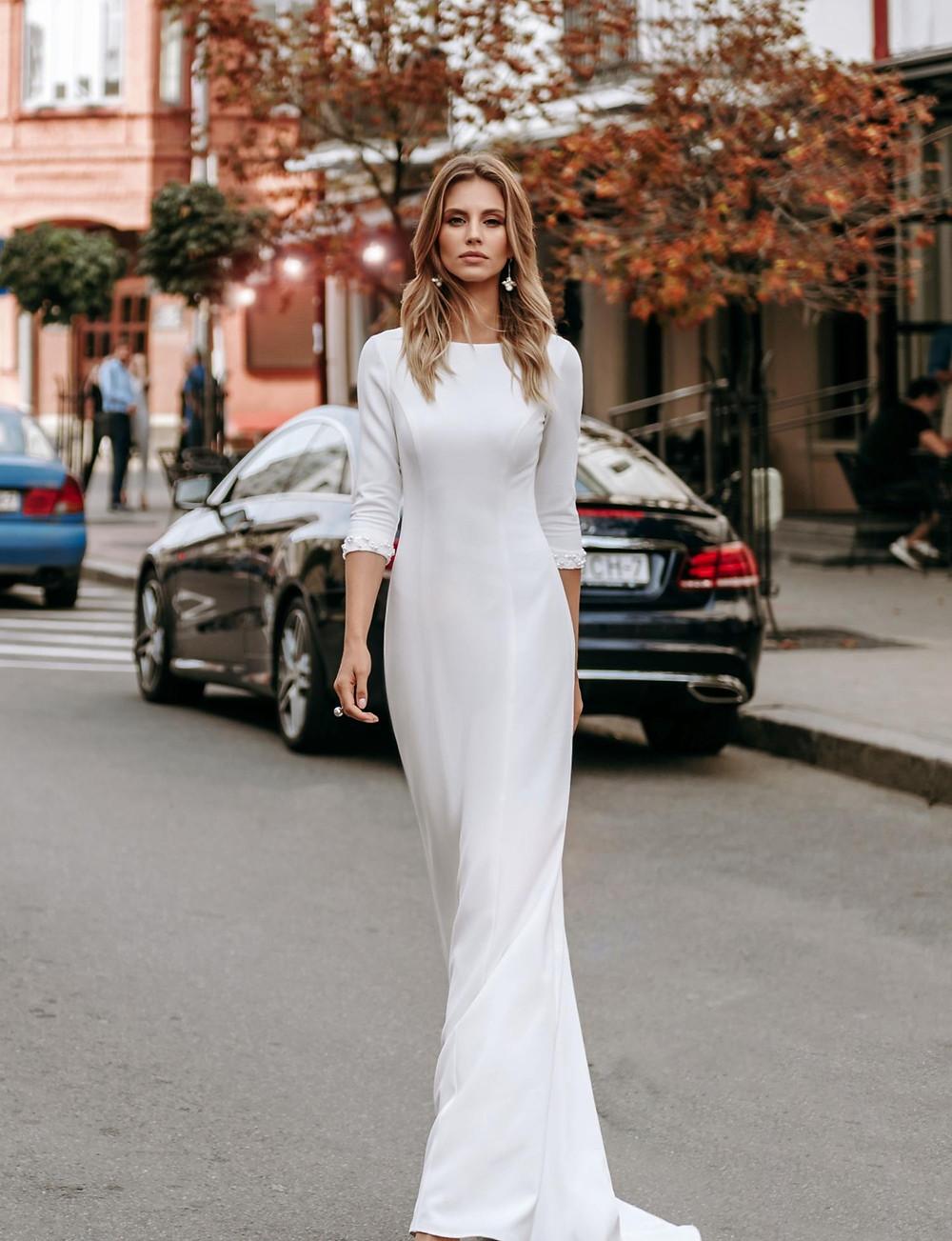 Закрытое свадебное платье Latte в стиле минимализм