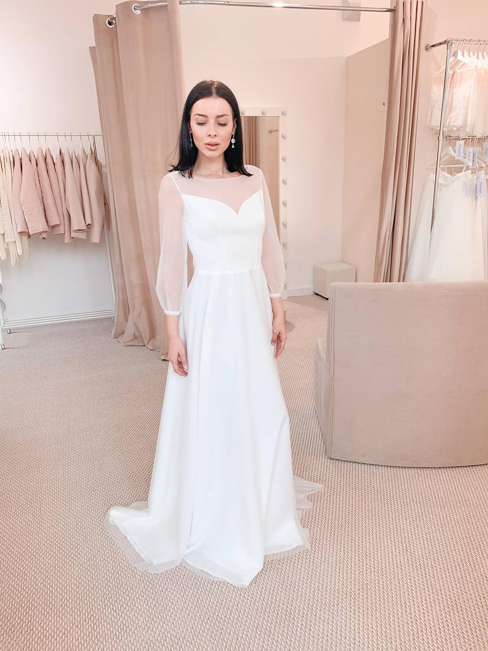 лаконичное закрытое свадебное платье Elina