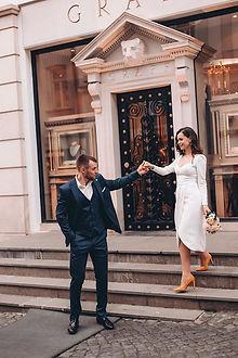 Невеста Ксения в свадебном платье для росписи Lada Midi