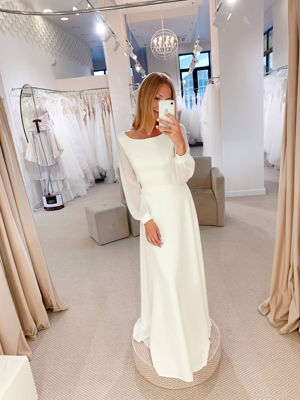 Закрытое лаконичное свадебное платье Lily в стиле минимализм