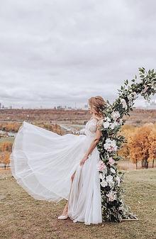Невеста Юлия в свадебном платье в стиле Бохо-Рустик Irma