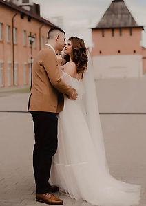 Невеста София в легком воздушном свадебном платье Klair