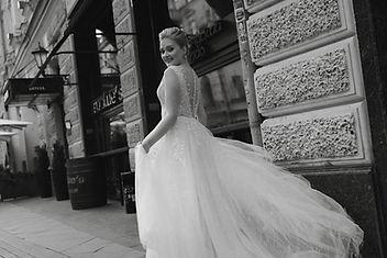 Невеста Евгения в кружевном свадебном платье Cherry