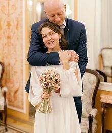 Невеста Лада в свадебном платье для росписи Marlen Midi