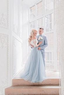 Невеста Маргарита в свадебном болеро Prima 6 и юбке, выполненной из нежно-голубого фатина