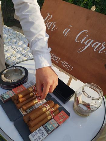Panneau pour bar à cigare