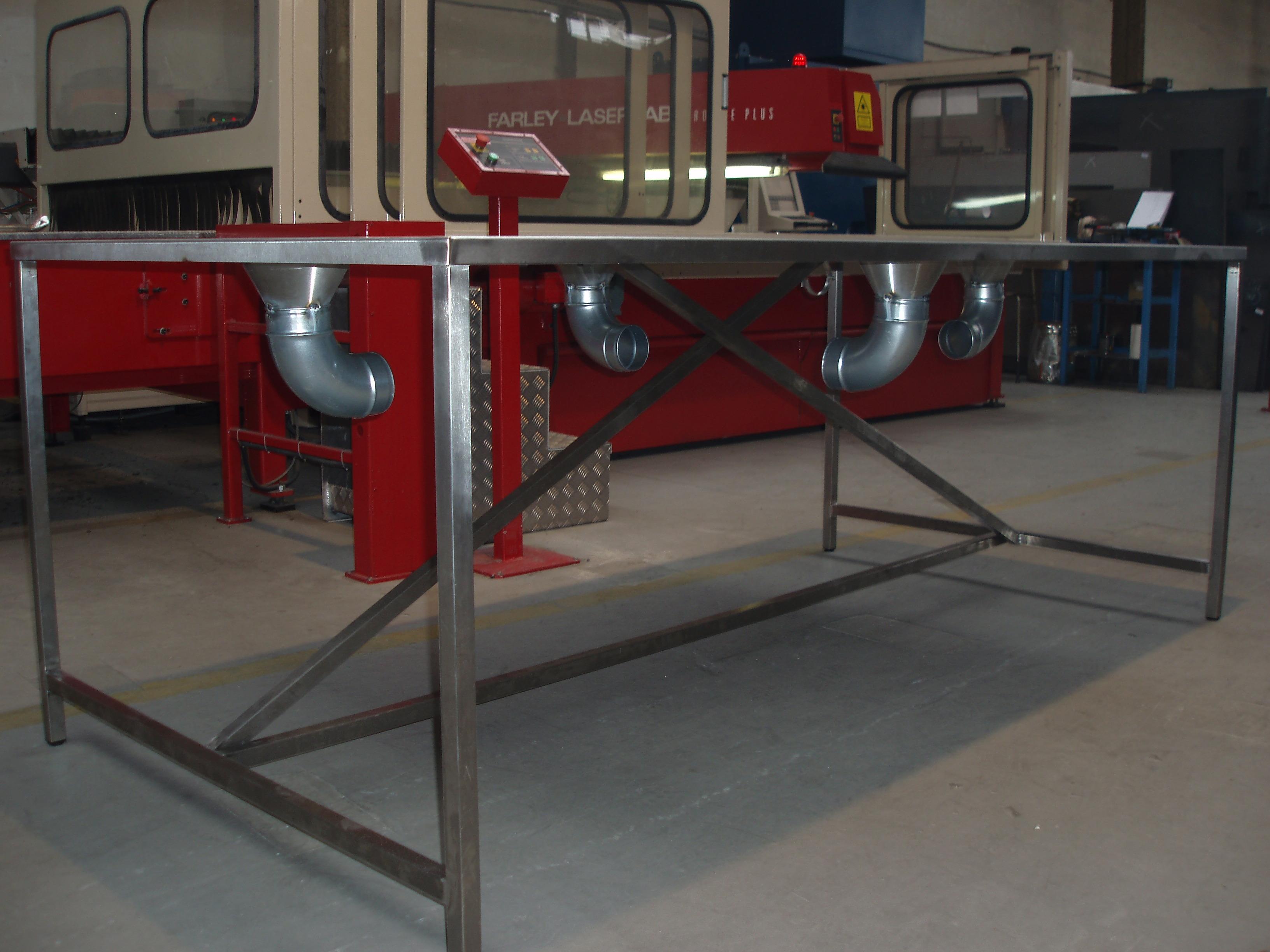 Nerozový stůl s odsáváním - foto č.3
