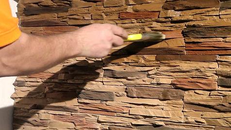 Универсальный, колеруемый лак для каменных и деревянных поверхностей.Водополимерный. Без запаха. Паропроницаемый. Экологичный. Полуглянцевый.  Надежная защита от неблагоприятных  факторов внешней среды.
