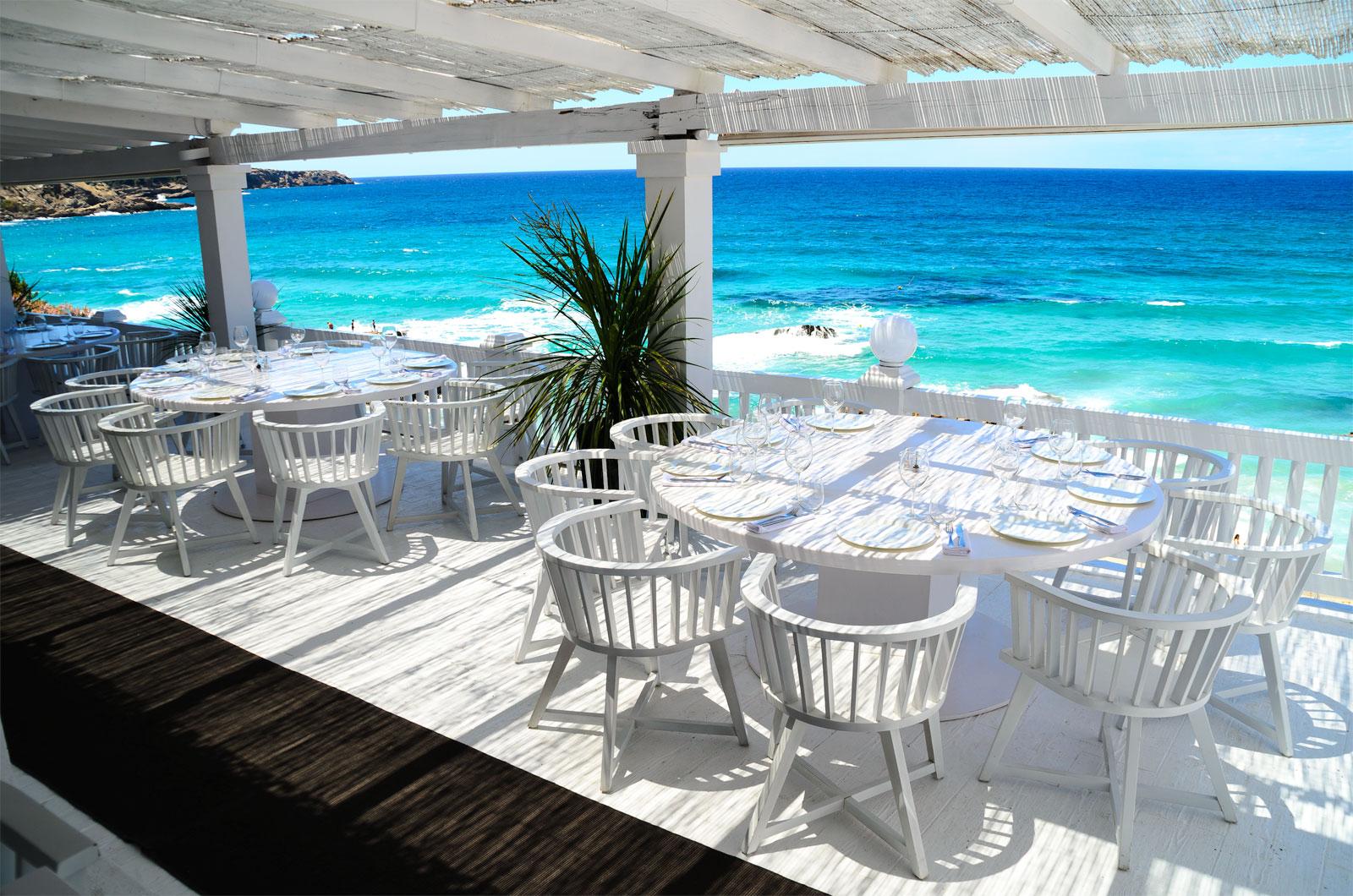 beachgoers eat at this beach club