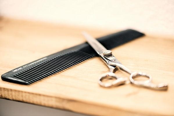 Haarschnitt Schere Kamm