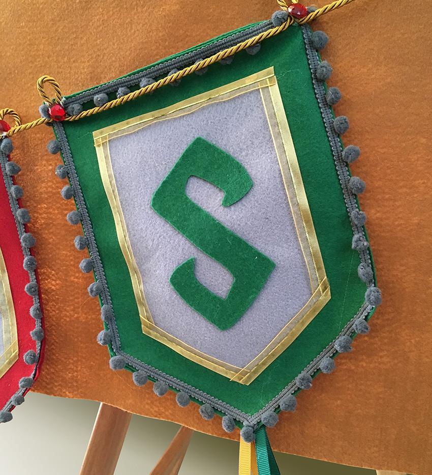 Bandeirola em tecido, feita à mão. Exclusividade Entrepôt Armazém de Festa