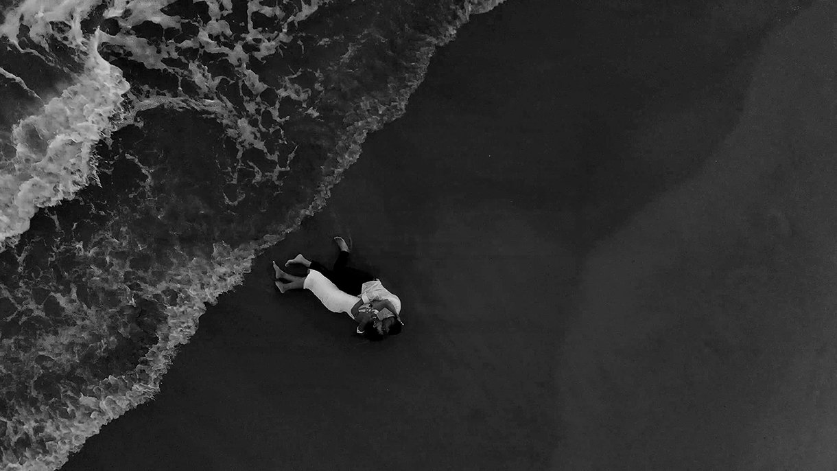 passionate_couple_birdseye_ocean_photography.jpg