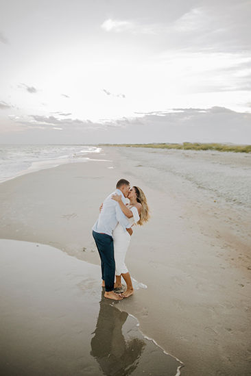 romantic_couple_kissing_beach_photography.jpg