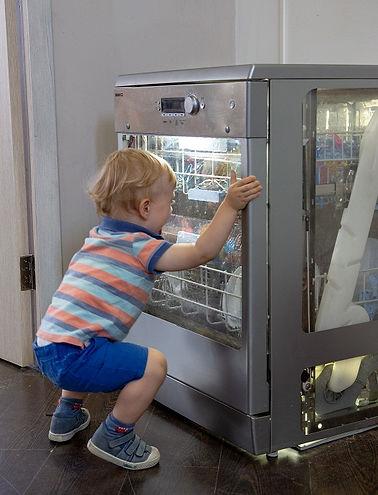 Прозрачная посудомоечная машина