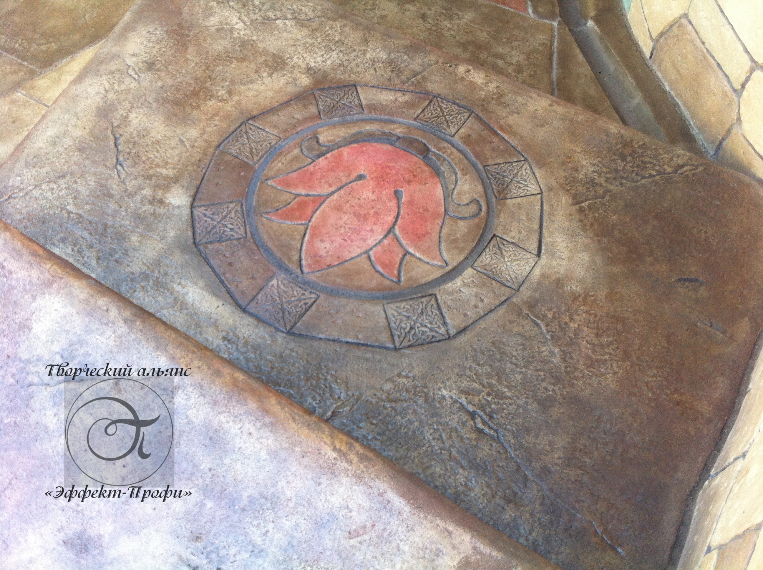 эмблема из декоративного бетона.