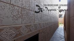 Орнаментальные элементы на стенах.