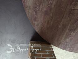 имитация дерева на потолке.