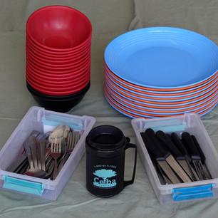 Plates, bowls & silverware set