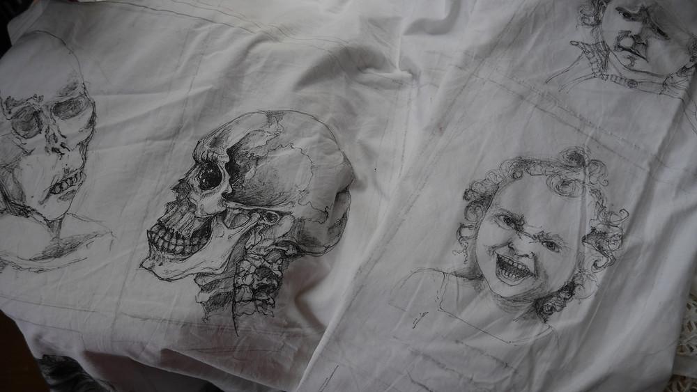 Isabelle Moulis, encre de chine sur tissus, cranes, visage, La Rochelle, Artiste Peintre