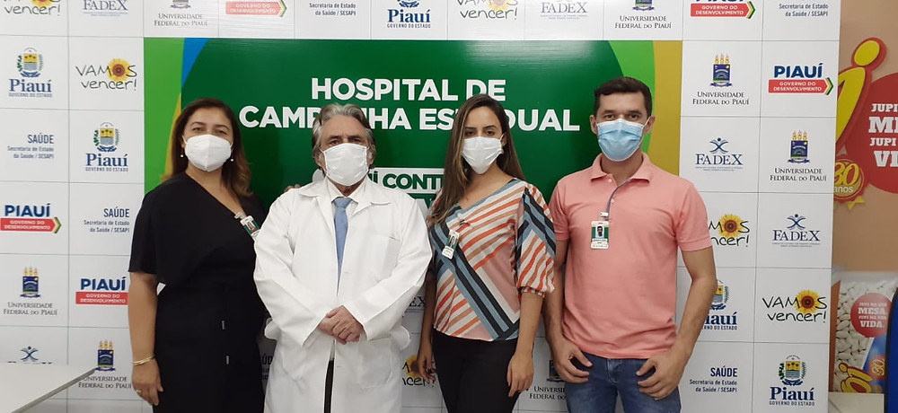 Dr. Raimundo Leal juntamente com Alvina Santos, Gerente Administrativa, Juliana Porto - Coordenadora de RH e Domingos Júnior - Técnico de Segurança do trabalho do Hospital de Campanha do Piauí