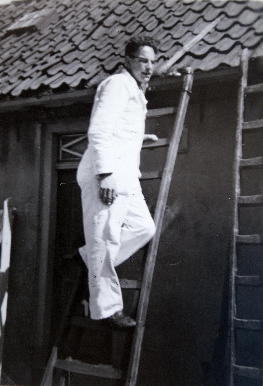J.M. van Brussel op de ladder.jpg
