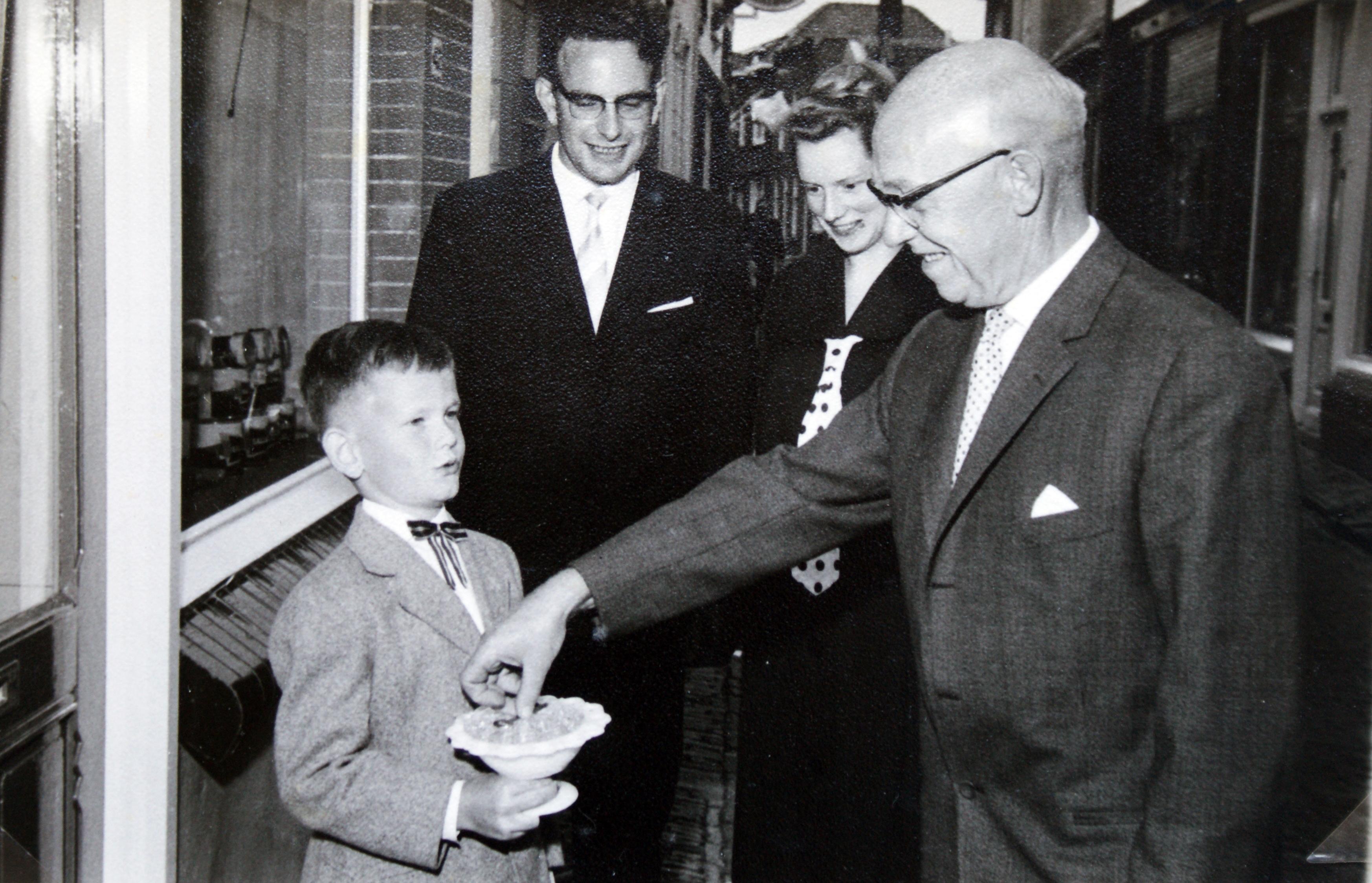 Opening winkel aan de straatdijk 1963 (2).jpg
