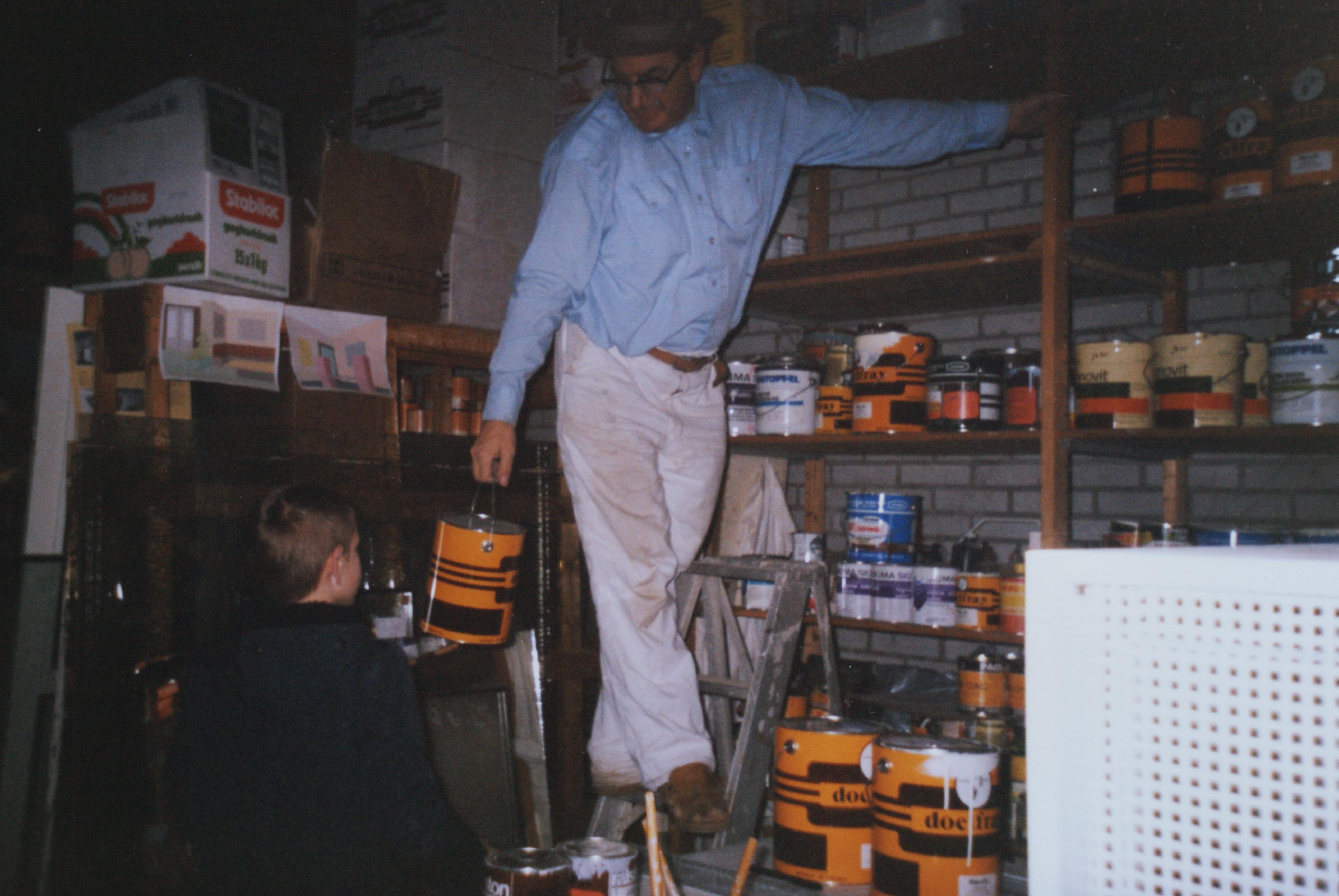 J.M. van Brussel in het pakhuis.JPG