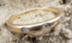 Gold wedding ring with Diamonds found